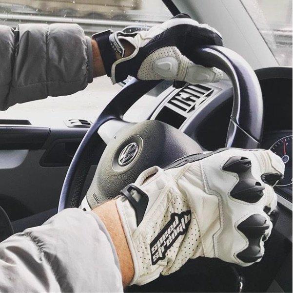 «Надо уметь вытирать ноги о прошлое»: Сергей Доренко отказался от автомобиля
