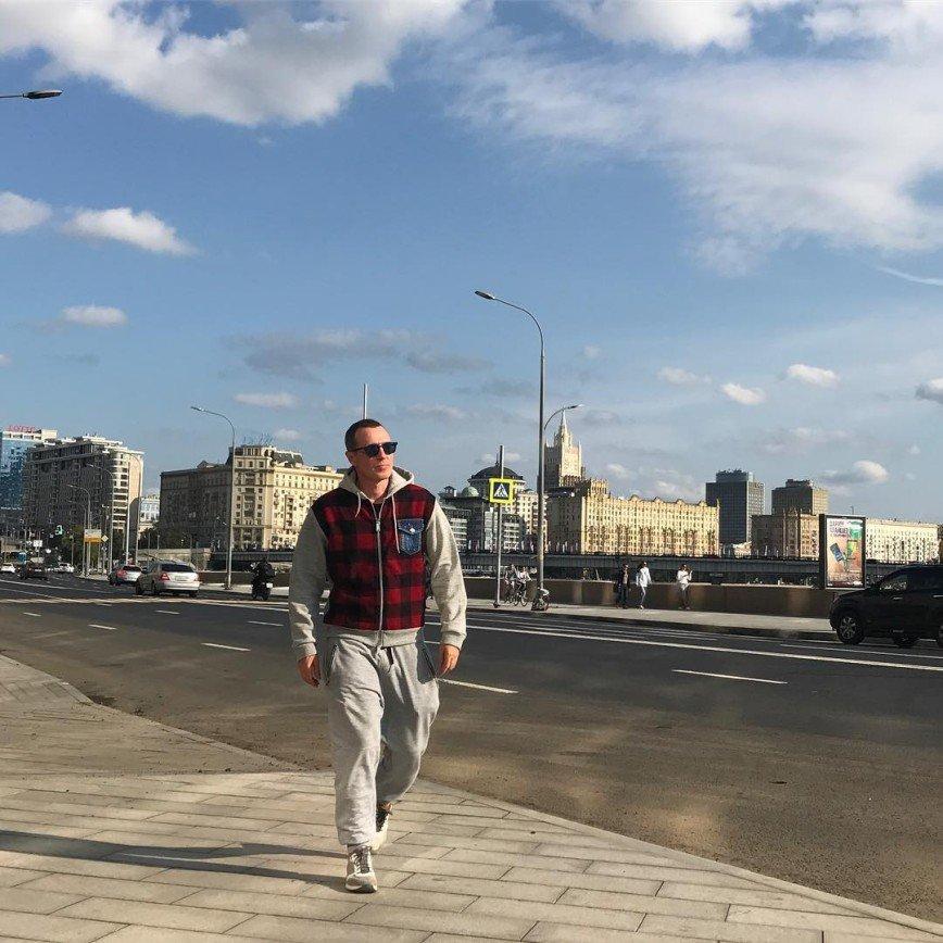 Игорь Верник набегался на каблуках