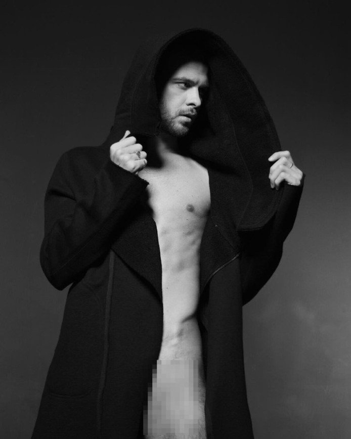 Макс Барских удивляет новыми пикантными фотографиями