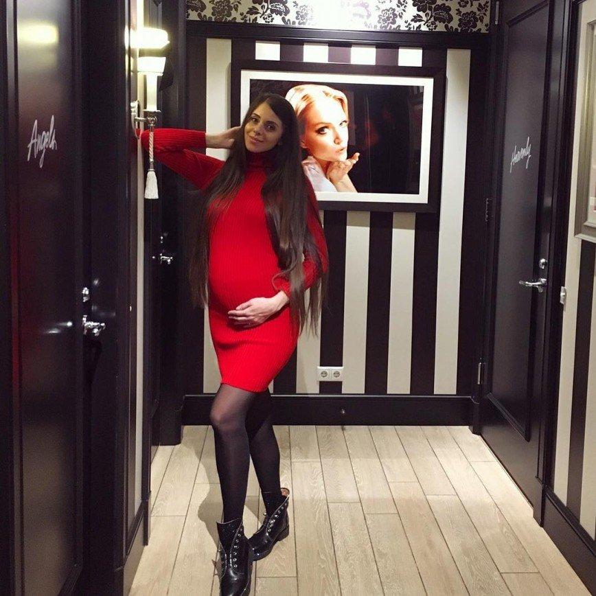 «Что за фокус с животом?»: беременная Рапунцель запутала поклонников