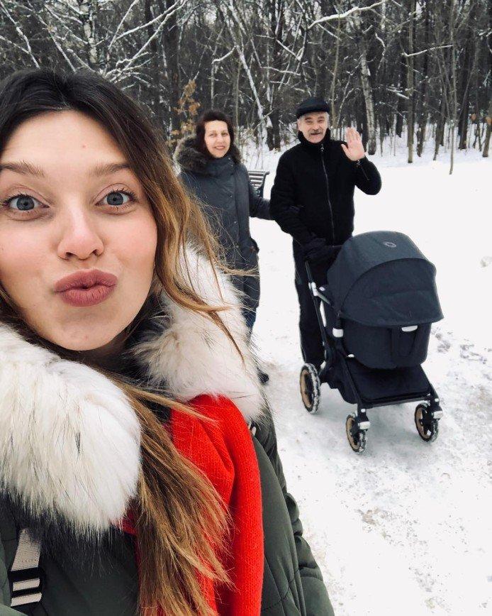 Не видно боков: недавно родившая Регина Тодоренко показала фигуру в бикини