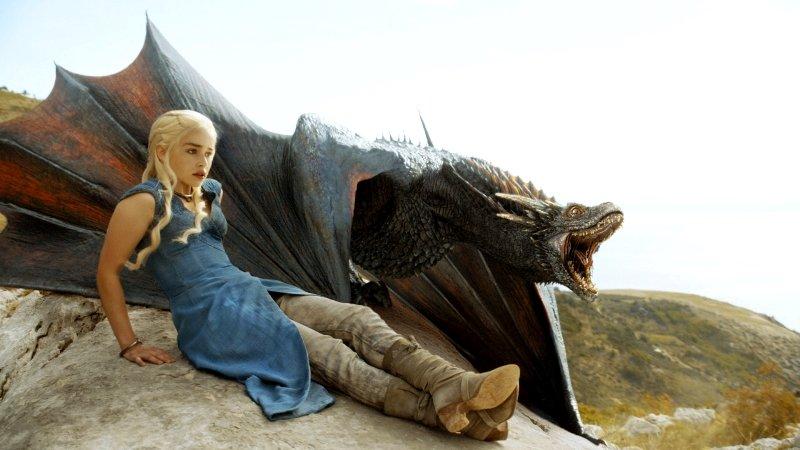 Звезда «Игры престолов» Эмилия Кларк сделала тату в виде драконов