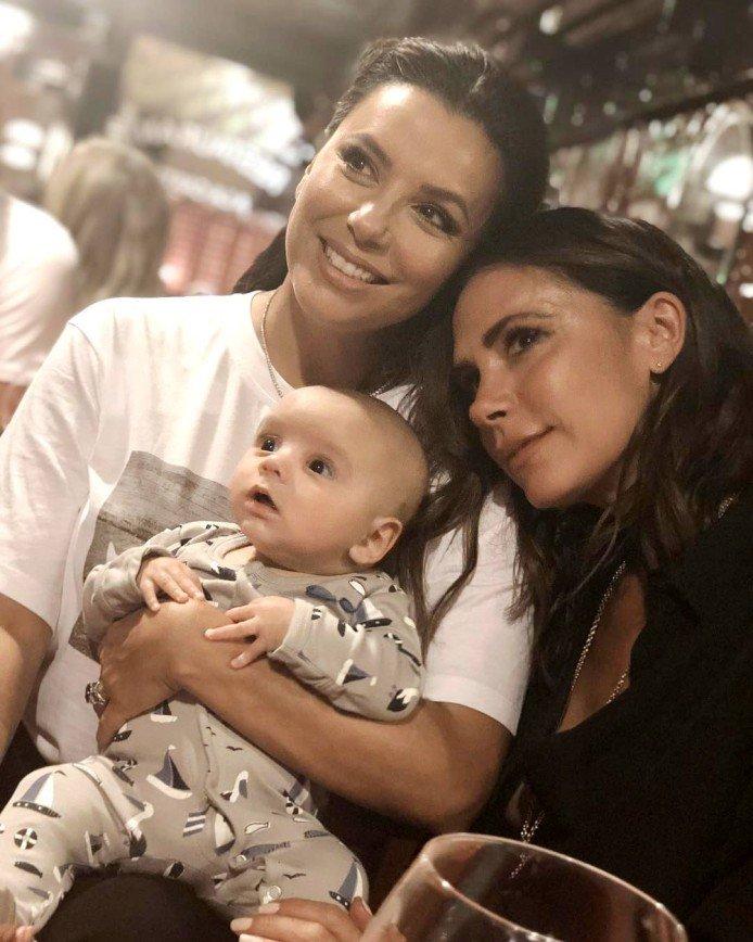 Виктория Бекхэм познакомилась с 3-месячным сыном Евы Лонгории