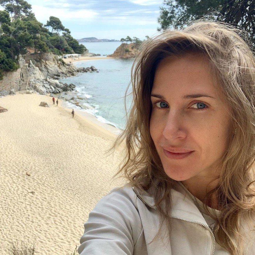 Лохматое утро выглядит так: Юлия Ковальчук поделилась фото без макияжа