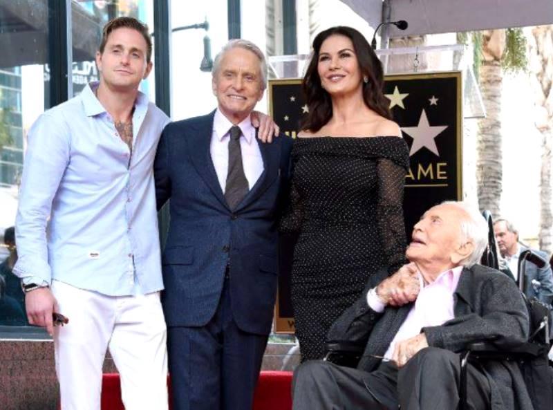 Майкл Дуглас получил именную звезду на Аллее славы Голливуда