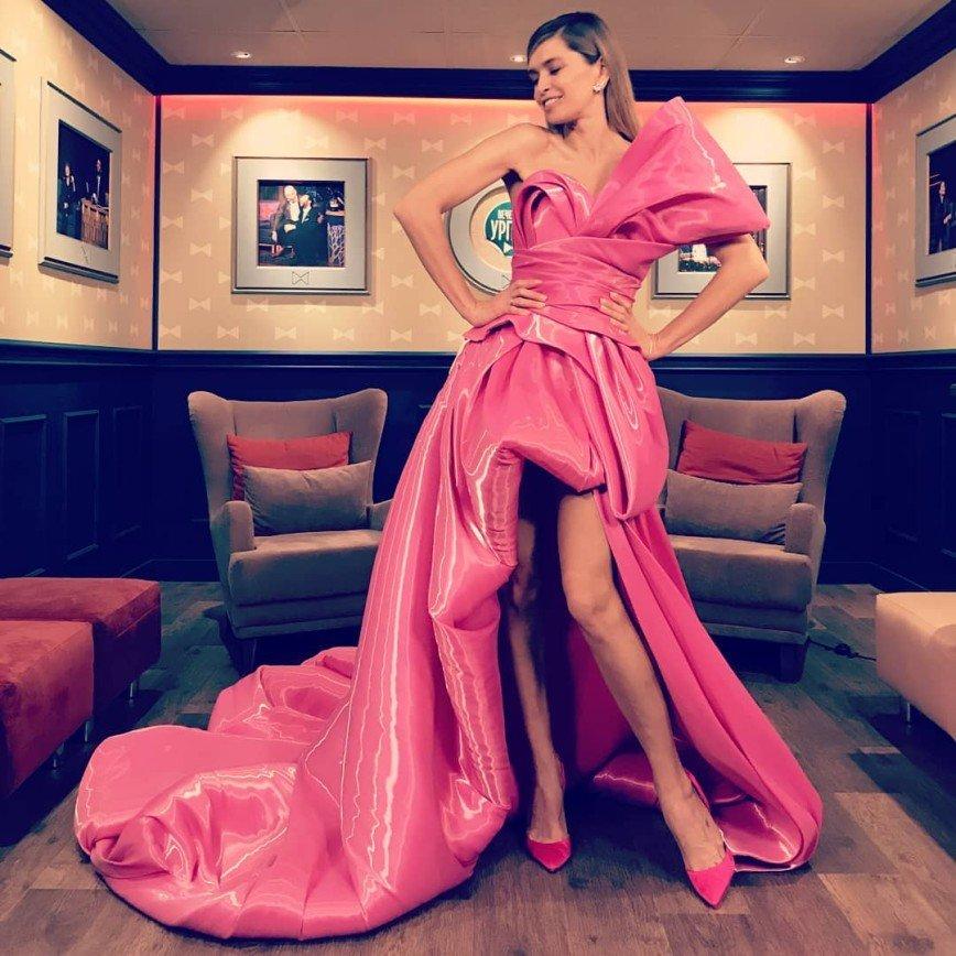 Вера Брежнева в роскошном платье представила саундтрек к «Елкам»