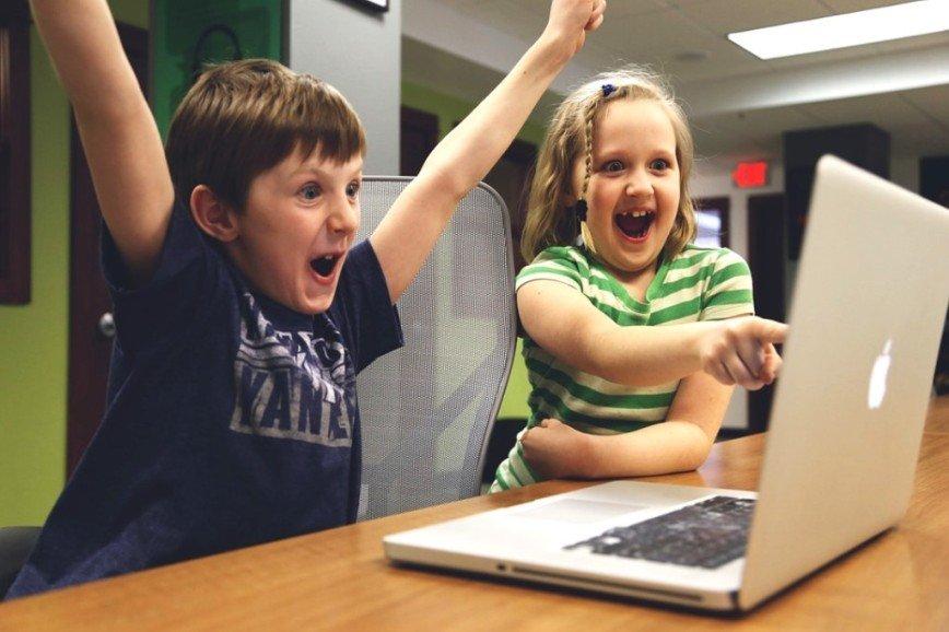 Игра-вирус «Момо»: что нужно знать о ней вашим детям