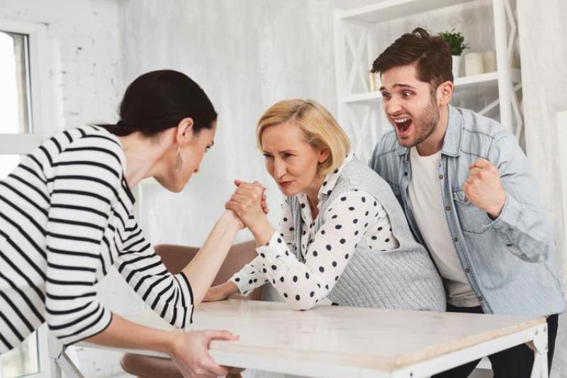Она не кусается: правила общения со свекровью