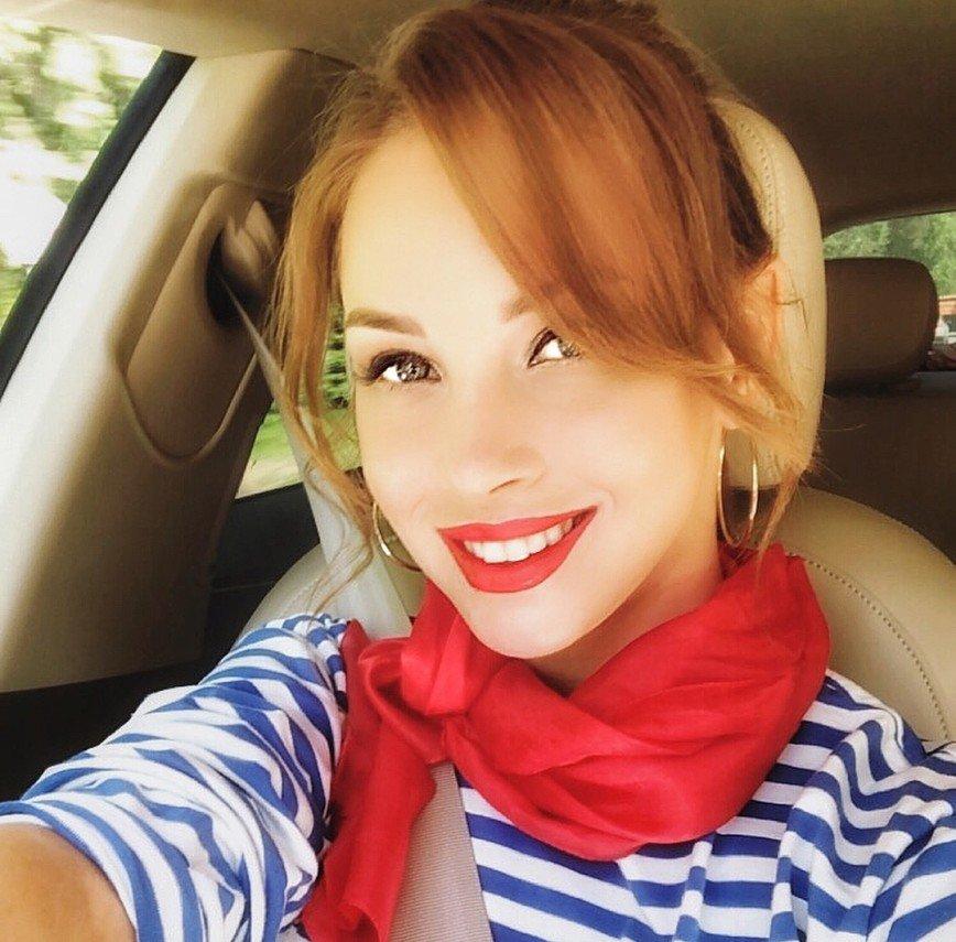 «Веснушки вам идут!»: Полина Диброва показала лицо без макияжа