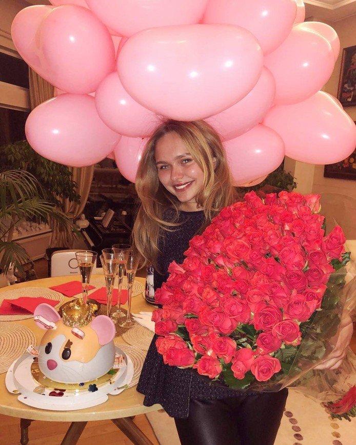 «Женщину украшает доброе сердце»: Дмитрий Маликов поздравил дочку с 18-летием