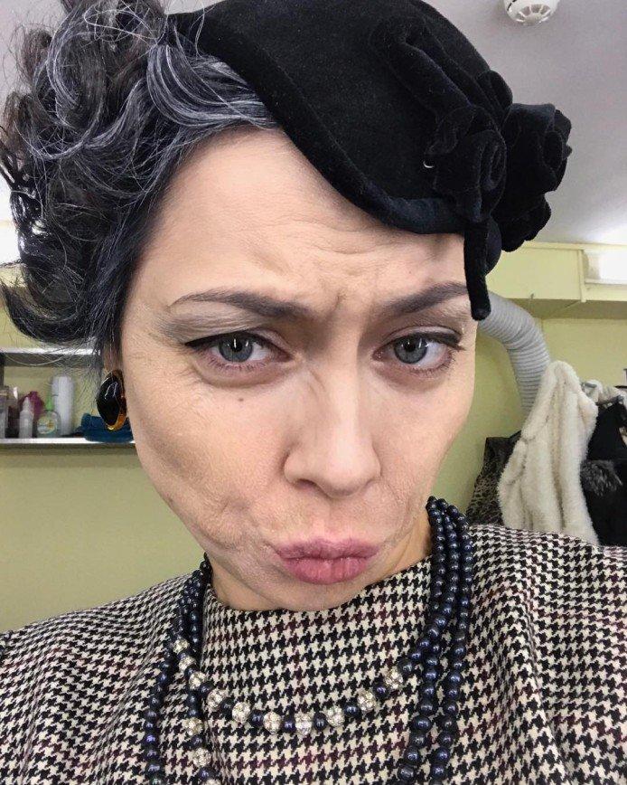 Стесняться нечего: Настасья Самбурская предстала без макияжа
