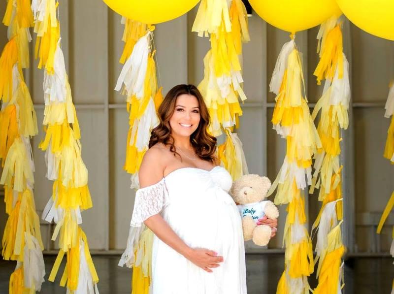 «Когда рожать?»: беременная Ева Лонгория приняла участие в фотосессии