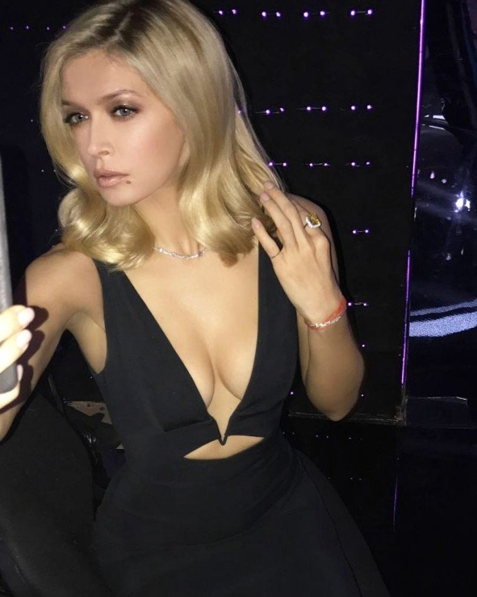 «Скромнее надо быть!»: Вера Брежнева похвасталась грудью в откровенном платье