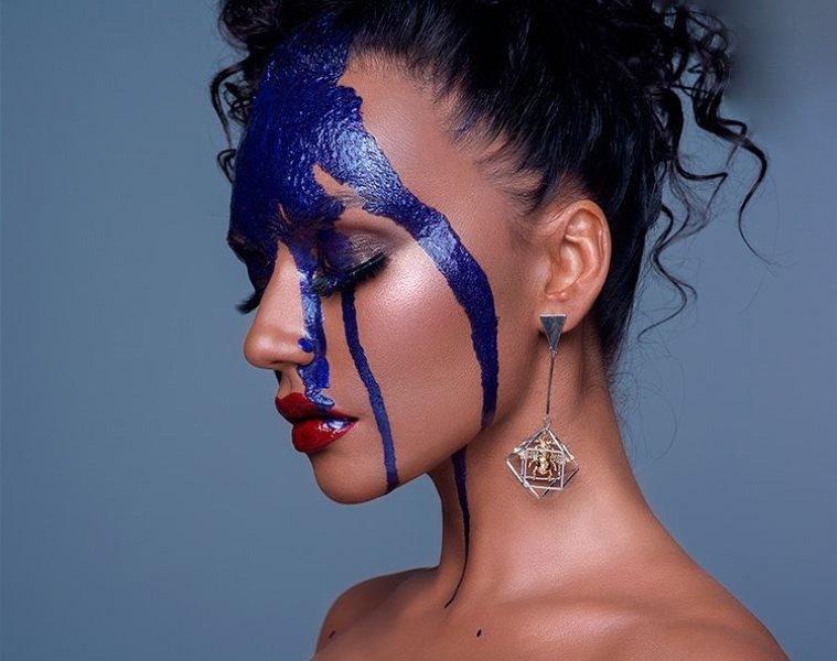 «На Наоми Кэмпбелл стала похожа»: Серябкина экспериментирует с макияжем и прическами