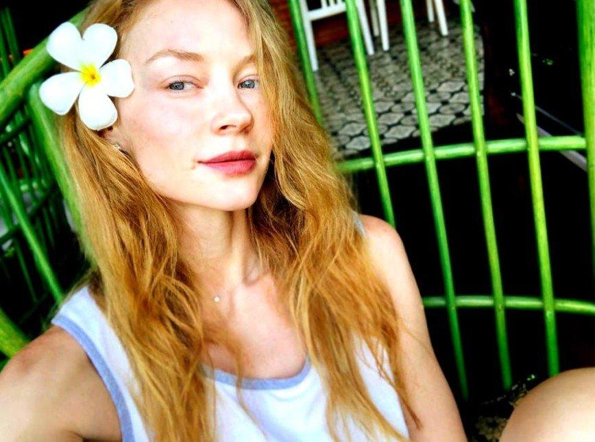 Как цветок: 35-летняя Светлана Ходченкова показала себя без макияжа