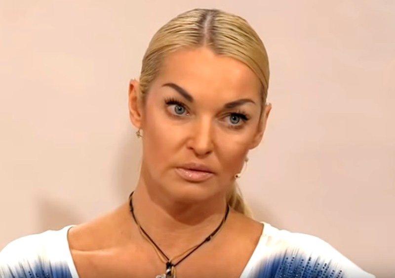 Мама разрушила мои отношения с мужчинами: Волочкова рассказала о личной жизни