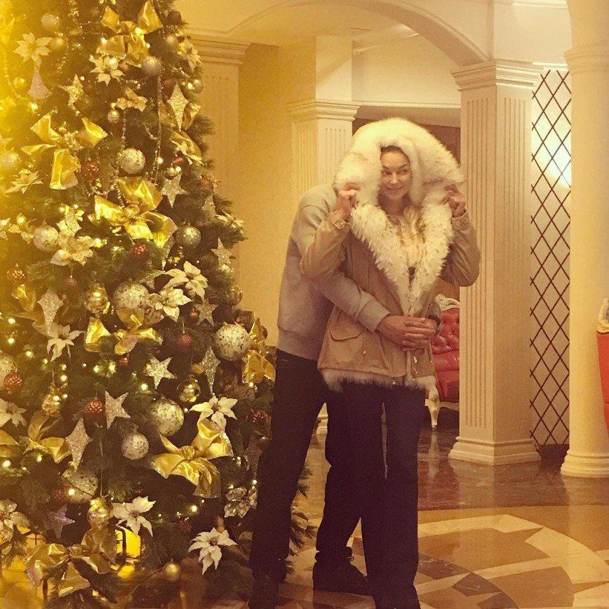 Он никогда не был женат: Анастасия Волочкова рассказала кое-что о бойфренде