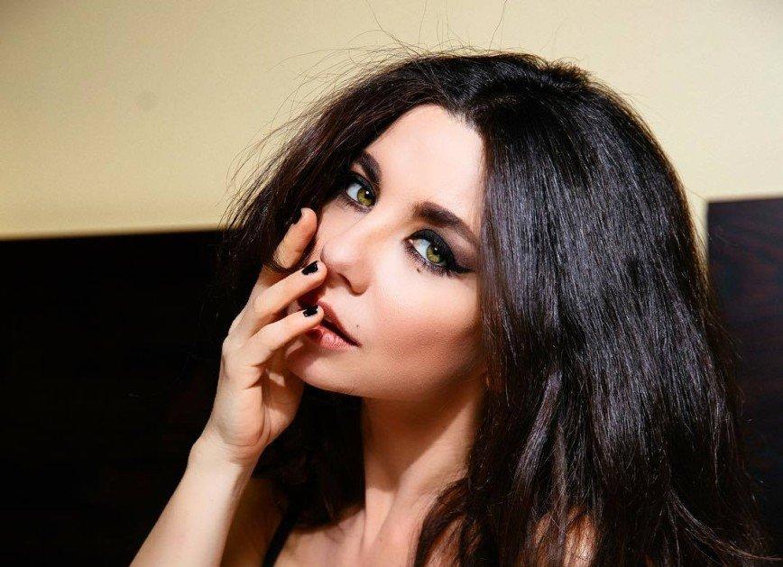 Жаркое видео: Анна Плетнева показала фотосессию для Playboy