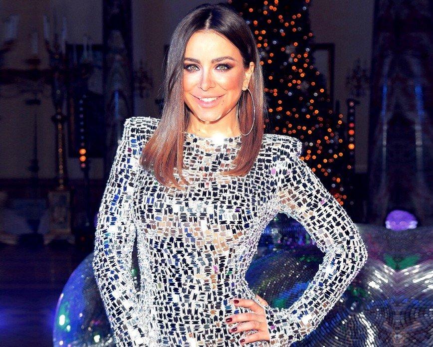 Роскошный образ: Ани Лорак напомнила свое рождественское выступление