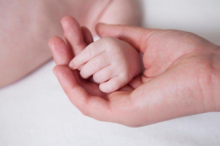 Мать четырех дочек Мария Порошина показала новорожденного сына