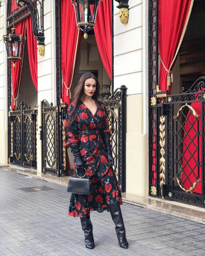 «Дорого-богато»: Алена Водонаева отдыхает с мужем в Барселоне