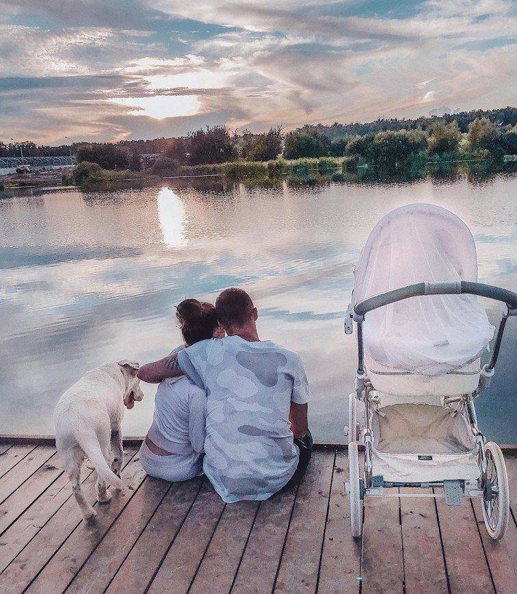 Все по графику: Анастасия Костенко сделала дочке первую прививку