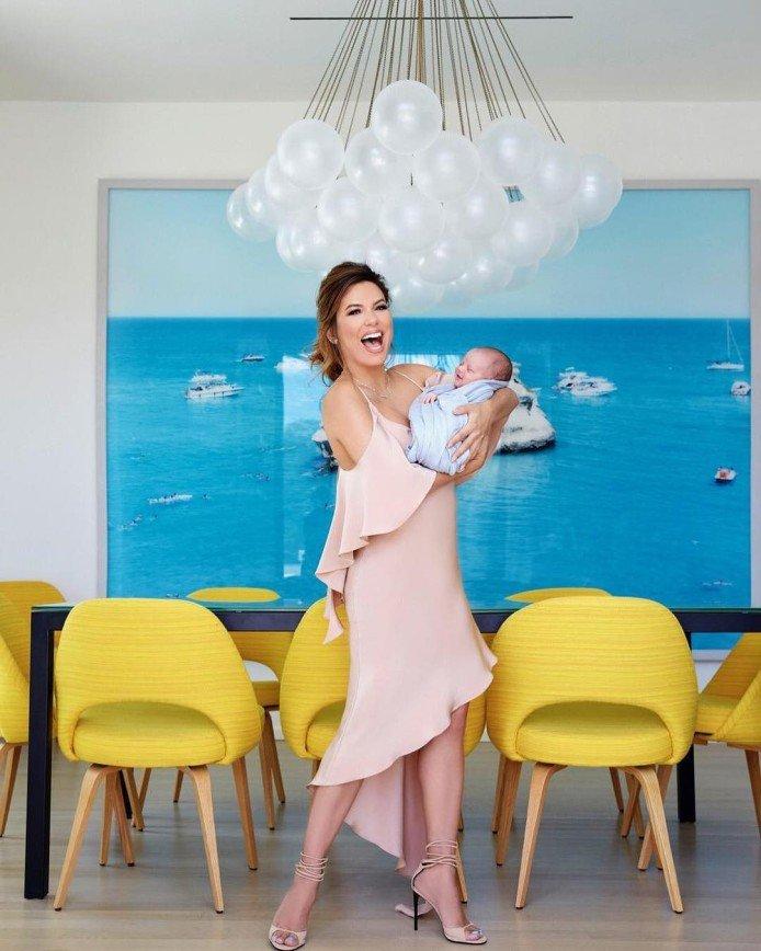 Ева Лонгория отправилась в Австралию с трехмесячным сыном