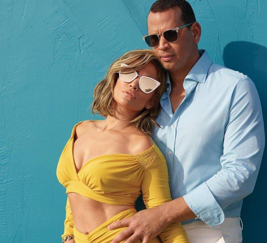 Дженнифер Лопес заинтриговала снимком страстного поцелуя с женихом