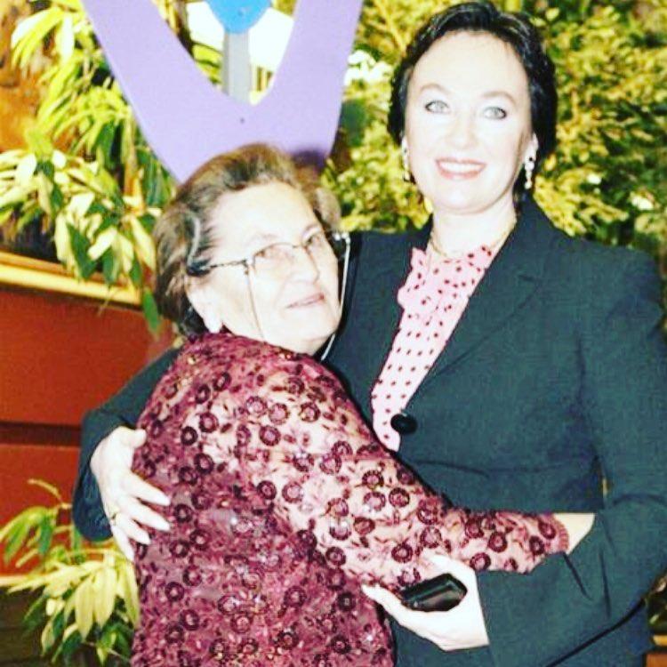 Мы тебя не отпустим: Лариса Гузеева переживает за маму