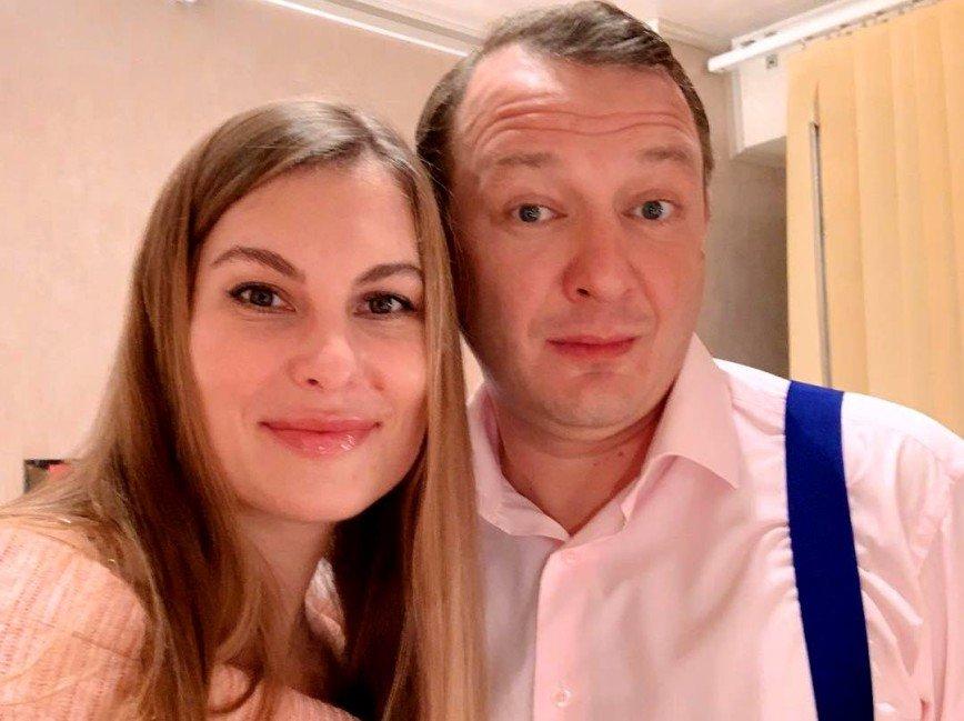 СМИ: Марат Башаров сломал нос жене Елизавете Шевырковой