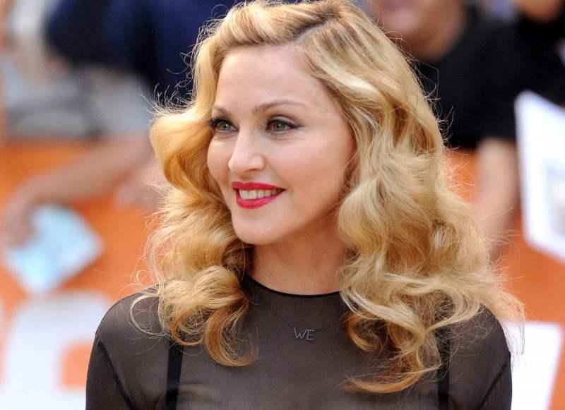 Годы не властны: Мадонна к 60-летию снялась для глянца в чулках