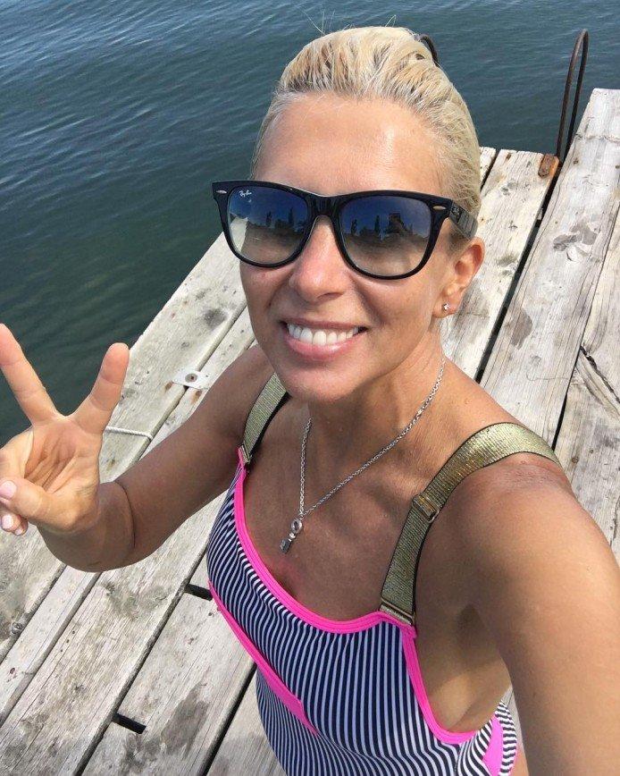 Ягодка опять: 55-летняя Алена Свиридова показала фигуру в бикини