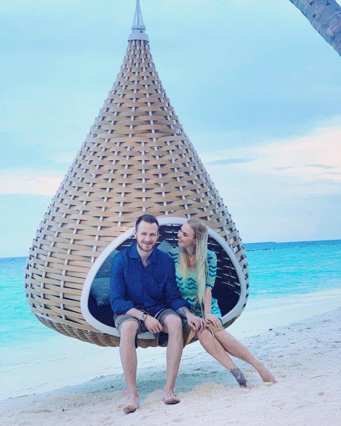 С любимой женушкой: Иван Телегин опубликовал пляжное фото с Пелагеей