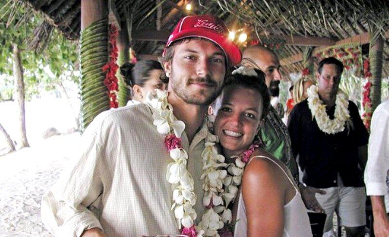Бритни Спирс обязали выплатить бывшему мужу $110 тысяч