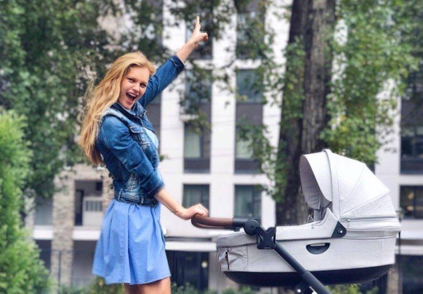 О спорте речи пока нет: Елена Кулецкая не спешит худеть после родов