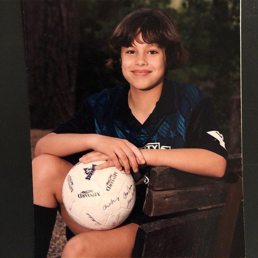 «На мальчика была похожа»: Эшли Грэм показала детское фото