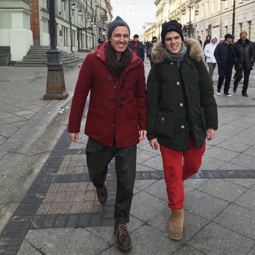 «В сущности, остаемся семьей»: Игорь Верник показал архивное фото с бывшей женой и сыном