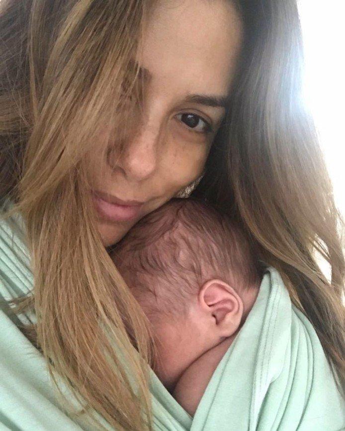 «Это было трудно»: Ева Лонгория показала фигуру после беременности