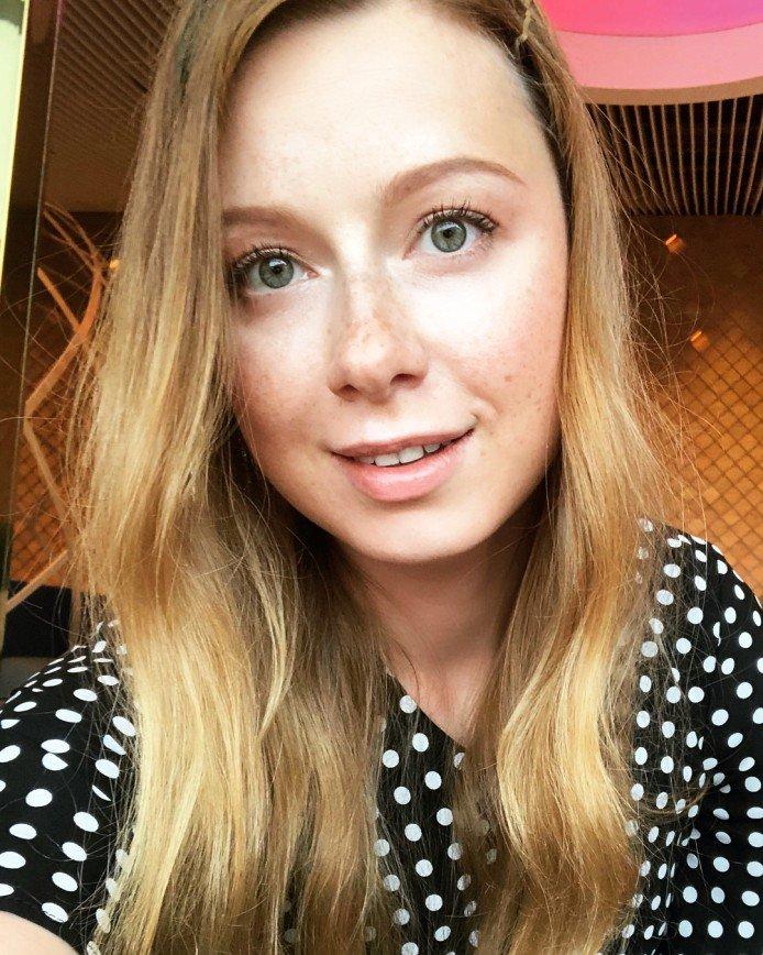 «Какой идет больше?»: Юлия Савичева показала разные виды макияжа