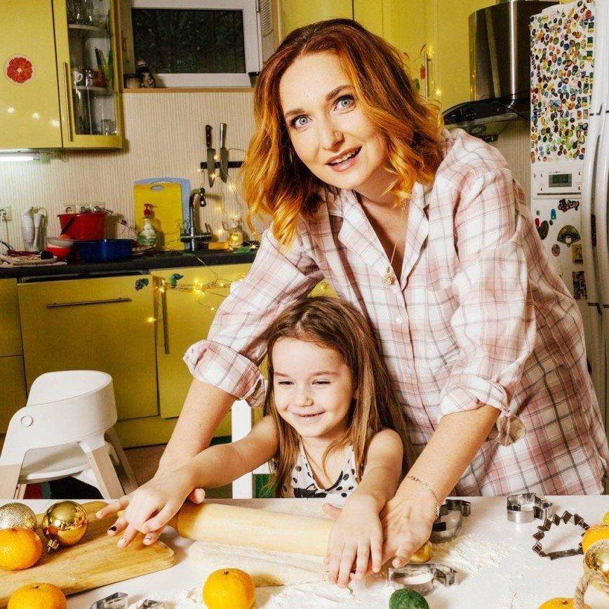 «Если ребенок это ест»: Лариса Суркова рассказала, как бороться с вредной детской привычкой