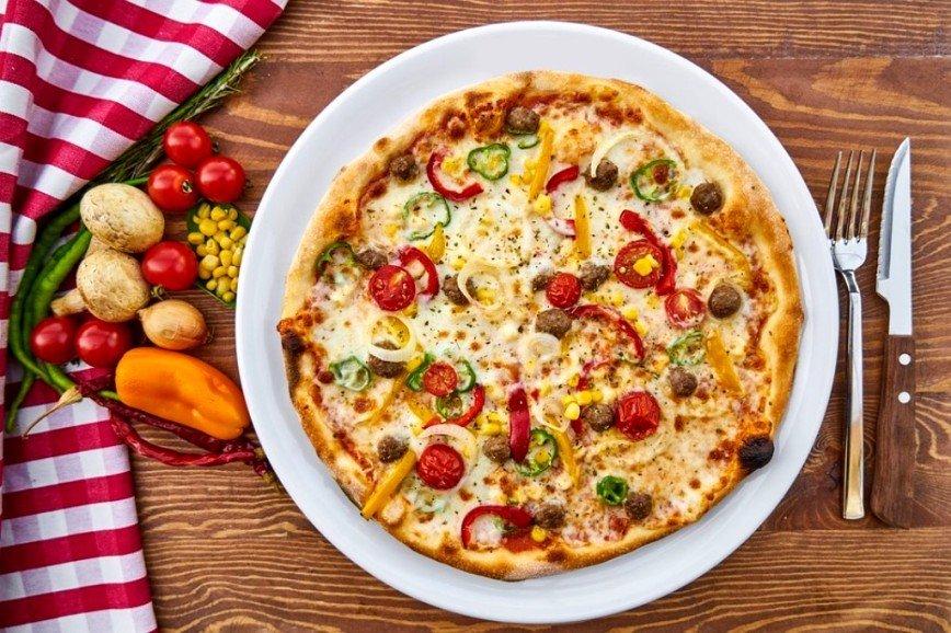 «Прощай, фигура!»: Ирина Агибалова поделилась рецептом сытной пиццы