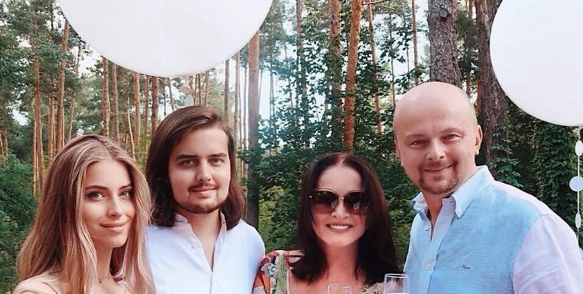 Нас не догонят: в сети вспомнили исполнение Пугачевой и Ротару хита «Тату»