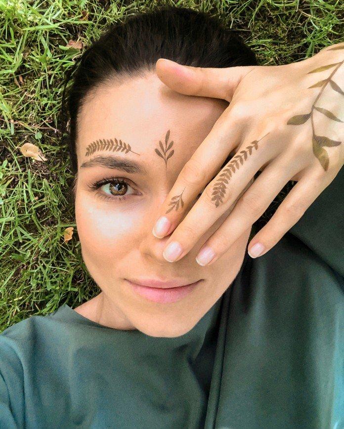 «Коричневая помада с голубыми тенями»: Понарошку вспомнила эксперименты с внешностью