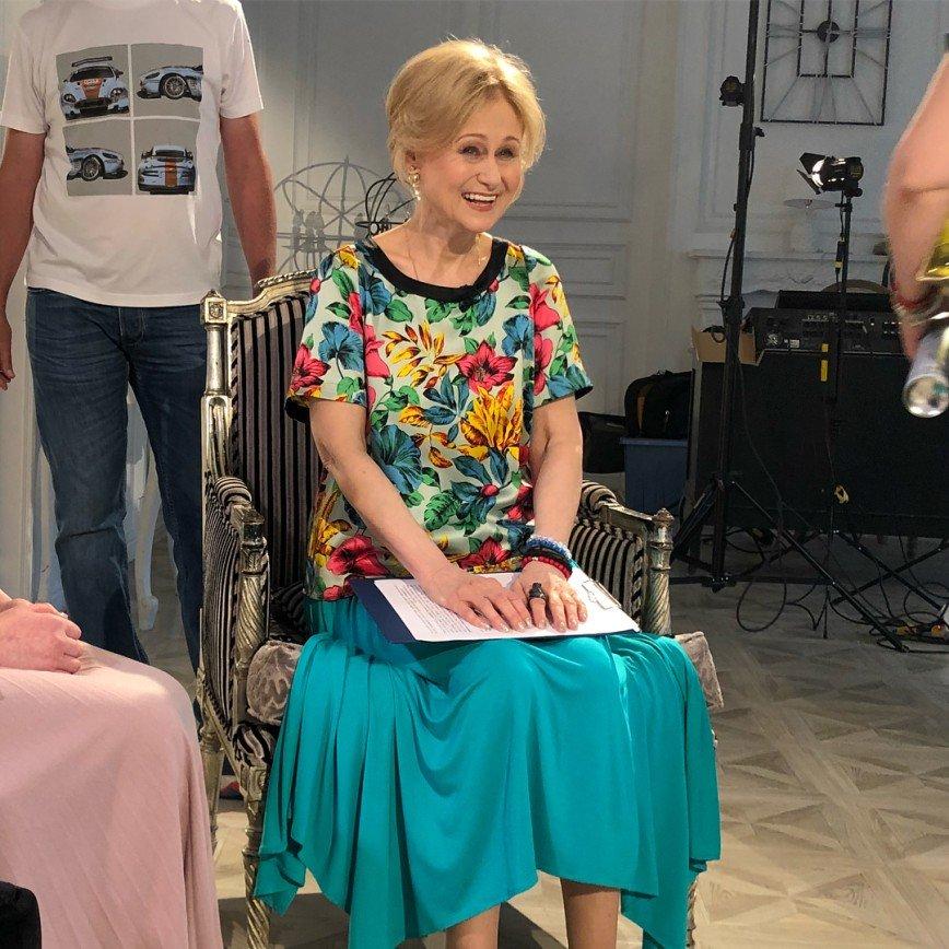 Она умеет все: Дарья Донцова от имени собаки рассказала о своей хозяйственности