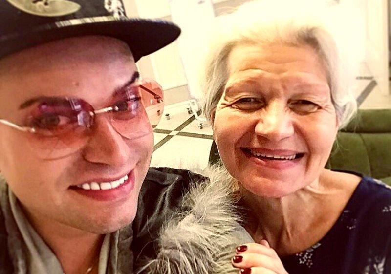 Пожилая жена Гогена Солнцева показала лицо после пластики: Когда Екатерина Терешкович заявила о намерении «омолодиться» с помощью пластики, она столкнулась с негативом. Дескать, зачем пенсионерке гладкое лицо без