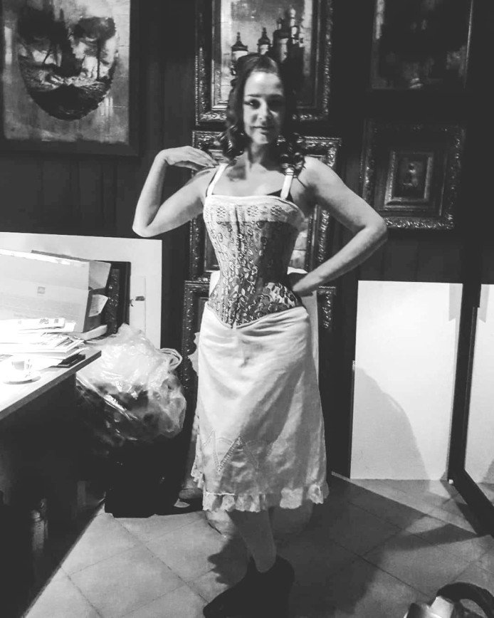 Лишние килограммы в прошлом: Глафира Тарханова показала тонкую талию
