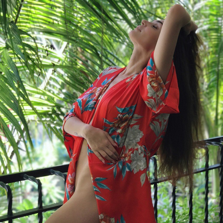 «Мужу повезло!»: Алена Водонаева в третий раз снялась для обложки журнала Maxim