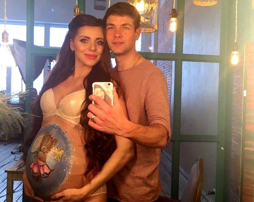 Беременная Ольга Рапунцель призналась в любви к избивавшему ее мужу