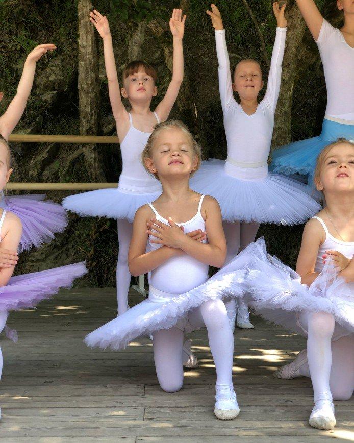 «Я все вижу»: мама Тимати ответила на критику танцевальных способностей внучки