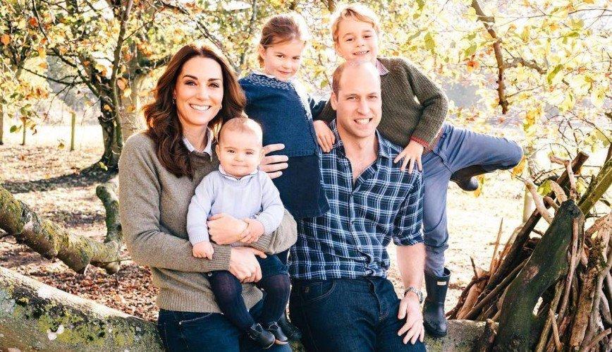 Луи подрос: королевская семья Великобритании показала открытки к Рождеству